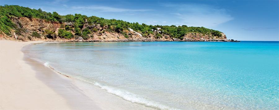 Ибица популярна своими великолепными пляжами. INGIMAGE